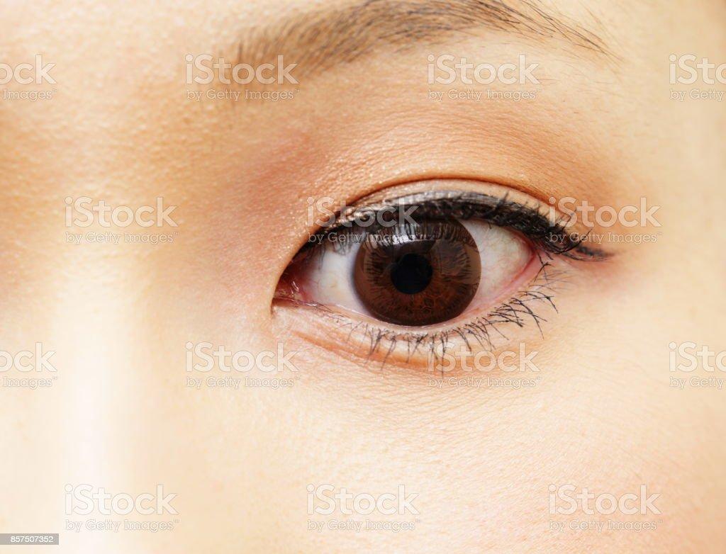 Vrouw één oog foto