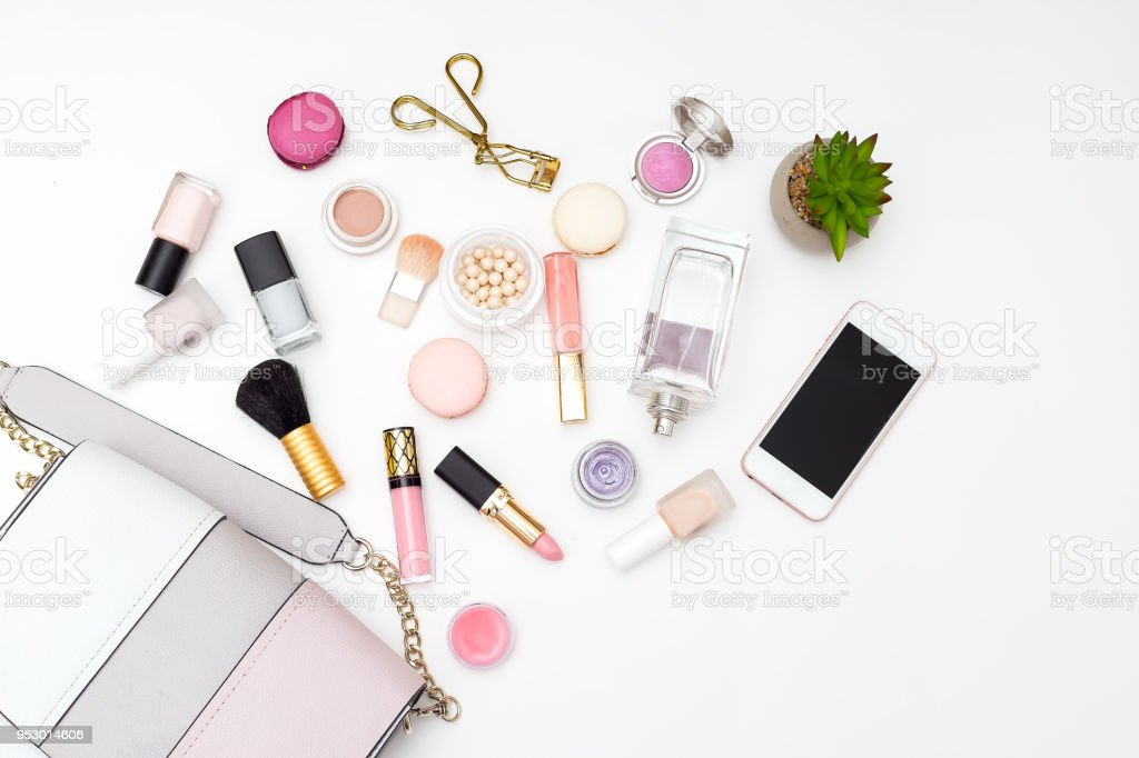 Woman's swimsuit and cosmetics set on a white background. Flat lay - foto stock