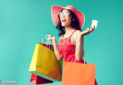 istock Women are shopping In the summer she is using a credit card and enjoys shopping. 921504204