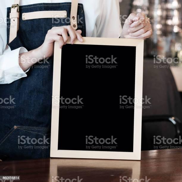 Women barista holding blank chalkboard at cafe counter background picture id860516814?b=1&k=6&m=860516814&s=612x612&h=45orhaim9 9s1pp21dtjaw1l1zqsne dktza2b5j5py=
