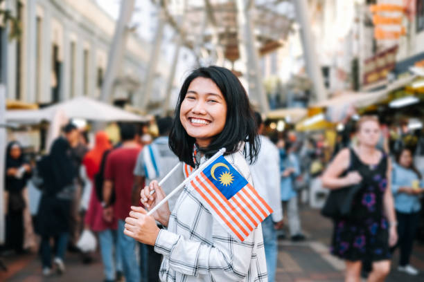 여자는 말레이시아 독립 기념일을 축 하 - 말레이시아 뉴스 사진 이미지