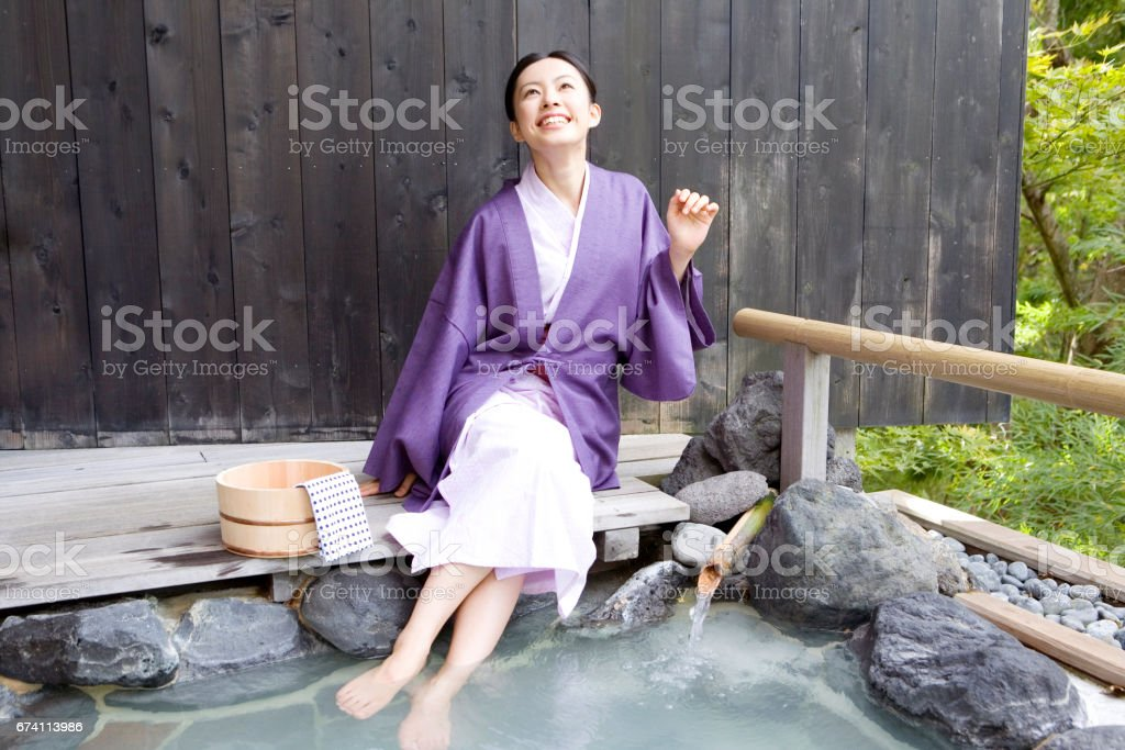 婦女浸腳浴 免版稅 stock photo