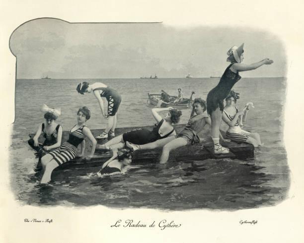 Frauen, die von einem Floß ins Meer tauchen, 19. Jahrhundert – Foto