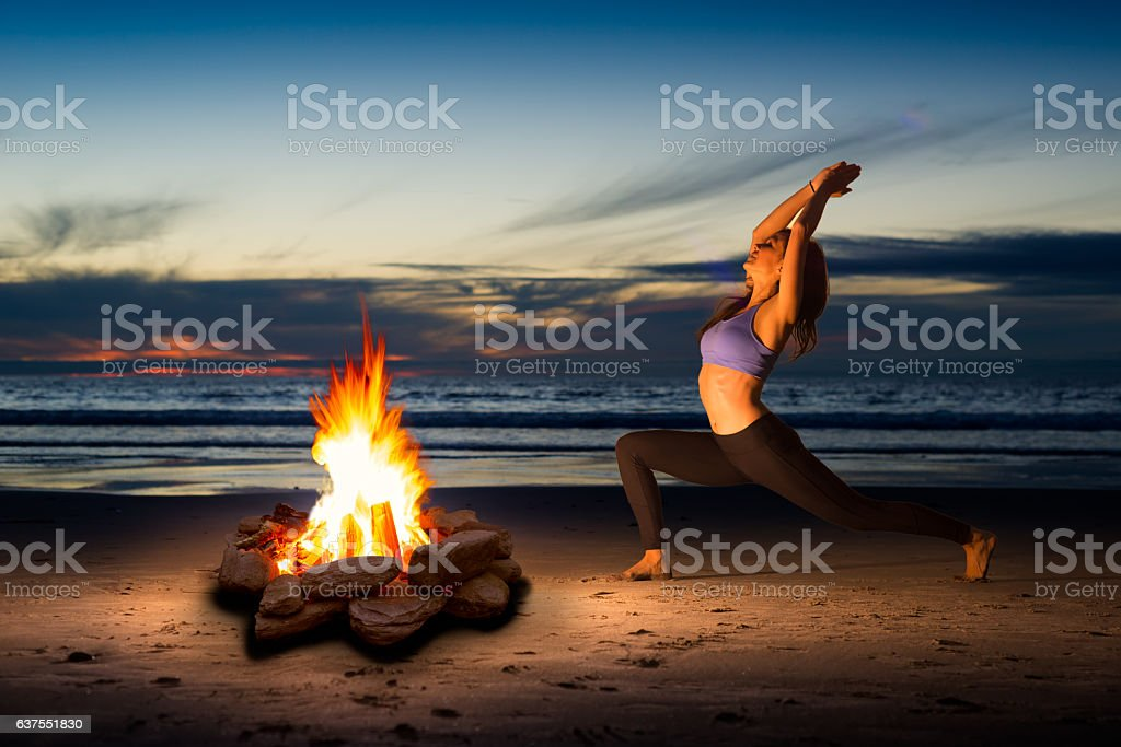 Women Doing Yoga By The Warmth Of A Fire圖像檔