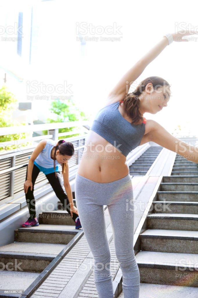 Women getting fit taking run afterwork in Tokyo foto stock royalty-free