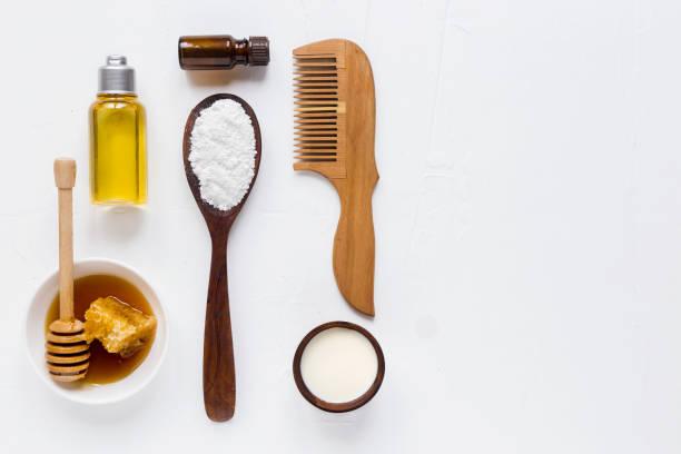 女性護髮面膜成分。牛奶, 珍珠粉, 蜂蜜和精油。在淺色背景上, 頂部視圖。複製空間 - 護髮用品 個照片及圖片檔