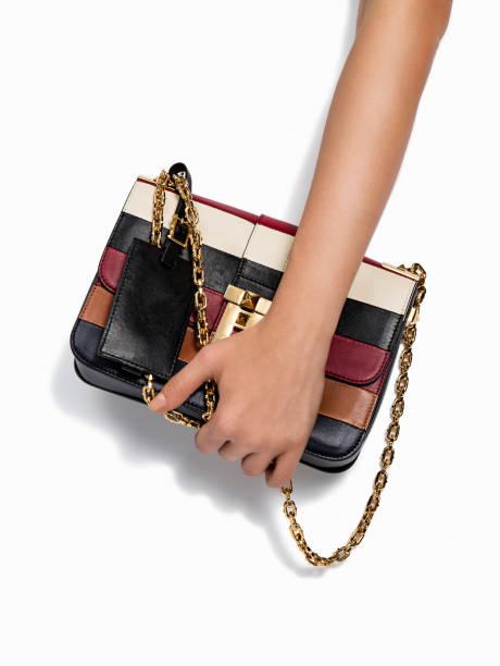 frauen lederhandtasche - leder handtaschen damen stock-fotos und bilder