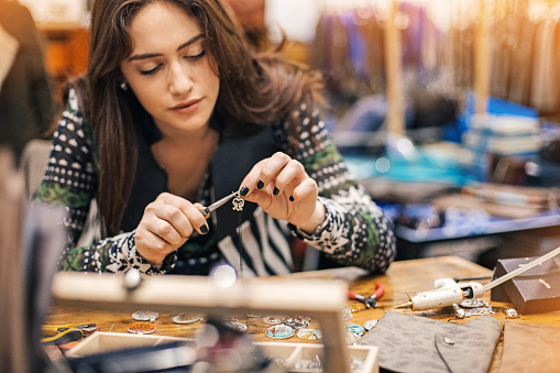 istock Women in arts and crafts 516889988