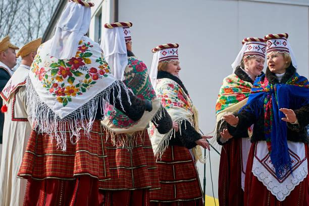kobiety w białoruskich strojach ludowych - białoruś zdjęcia i obrazy z banku zdjęć