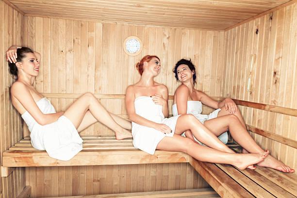 Kobiety w saunie – zdjęcie