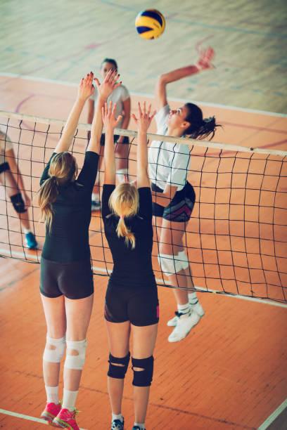 運動-排球中的婦女 - 殺球 個照片及圖片檔