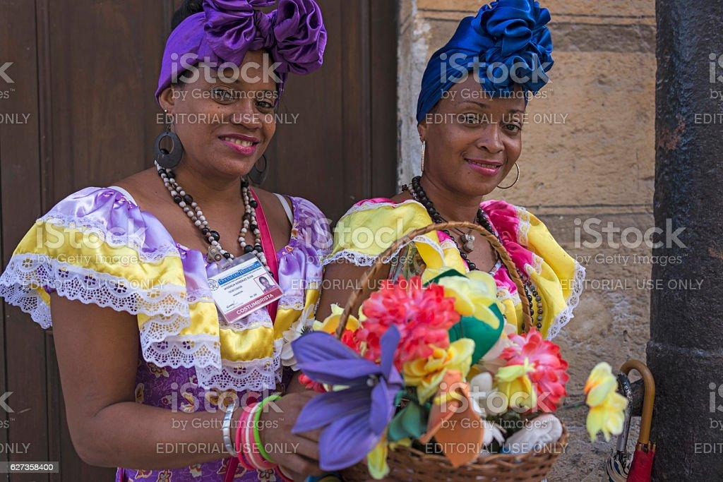 Women in traditional dress, in Havana - foto de stock