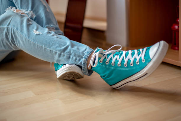 Women legs Women legs in all star all star stock pictures, royalty-free photos & images
