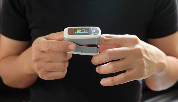 Women measuring oxygen levels at fingertips Women measuring oxygen levels at fingertips medical oxygen equipment stock pictures, royalty-free photos & images