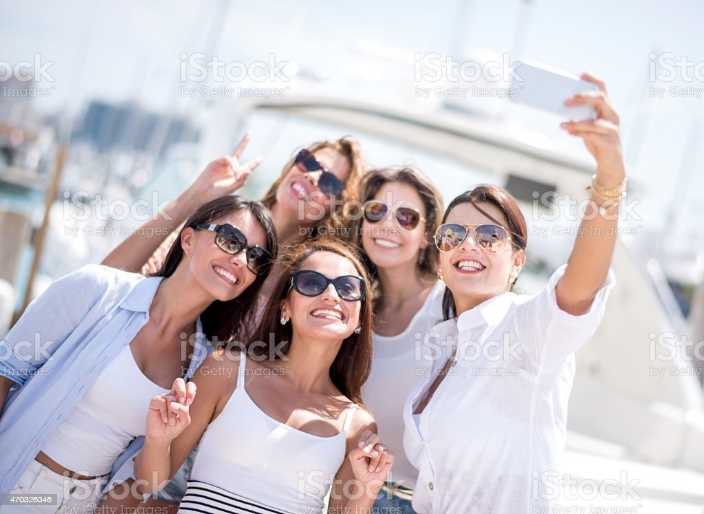 Femme prenant un selfie sur les vacances - Photo