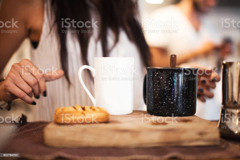 Women prepares Coffee Close Up - foto de stock