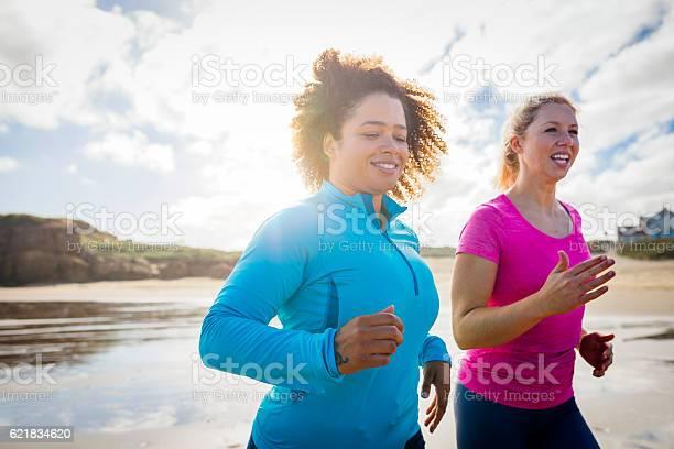 Women running along the shoreline picture id621834620?b=1&k=6&m=621834620&s=612x612&h=uvdof9gbnw0bjzn1uswwebilv9ufwamzvkedgegyq68=
