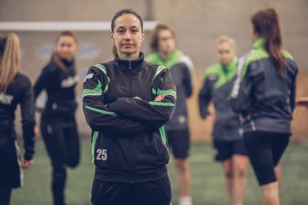 jogador de futebol de mulheres - equipa de futebol - fotografias e filmes do acervo
