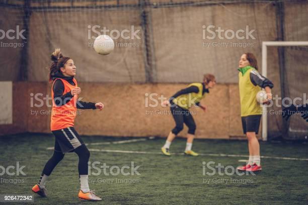 Women soccer training picture id926472342?b=1&k=6&m=926472342&s=612x612&h=jtoo08trlauvclrnhcutdethkqu3xkugsbdovtv92vw=