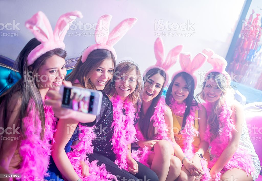 Women taking a selfie at a bachelorette party - foto stock