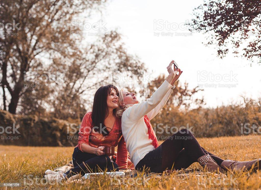 Kobiety robią selfie zbiór zdjęć royalty-free
