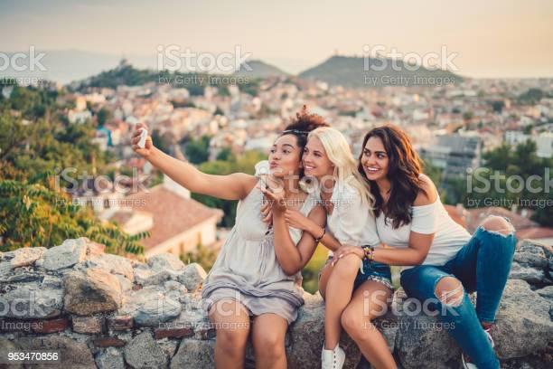Women taking selfies against the cityscape picture id953470856?b=1&k=6&m=953470856&s=612x612&h=jogo10c yef yg5q8erpuikmmixfvuxp3y6ffcwbhj8=