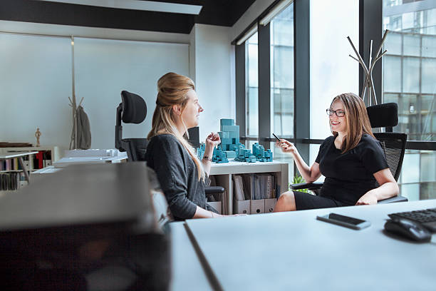 Women talking together in design office – Foto