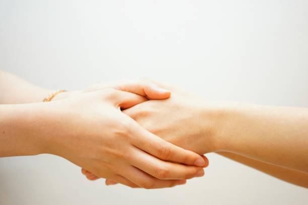 握手する女性たち ストックフォト