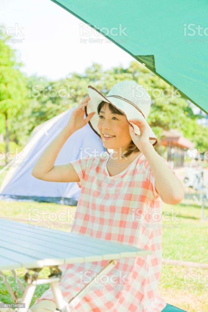 婦女戴一頂帽子 免版稅 stock photo