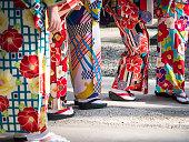 女性服着物日本服装カラフルなファブリックのパターンの伝統文化