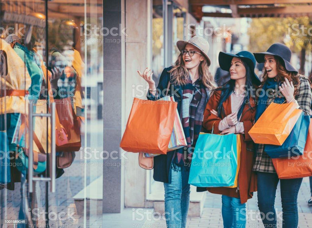 Vrouwen weekend - Royalty-free 20-29 jaar Stockfoto
