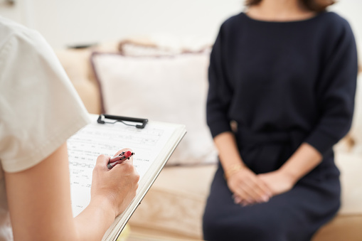 istock Women who answer questionnaire 1186228257