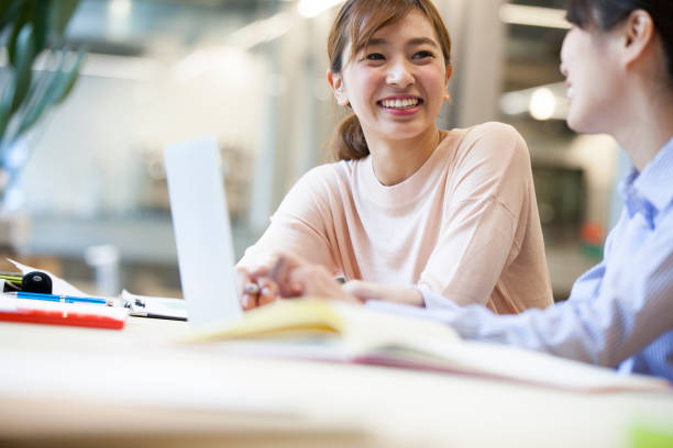 Women who work in the Office Women who work in the Office japanese ethnicity stock pictures, royalty-free photos & images
