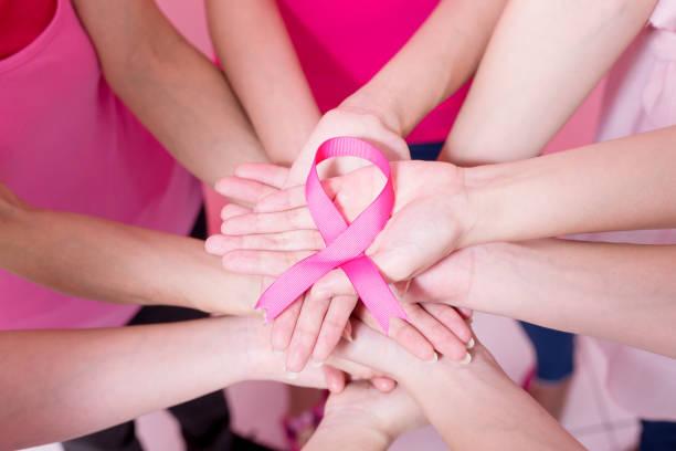vrouwen met borstkanker kankerpreventie - breast cancer stockfoto's en -beelden