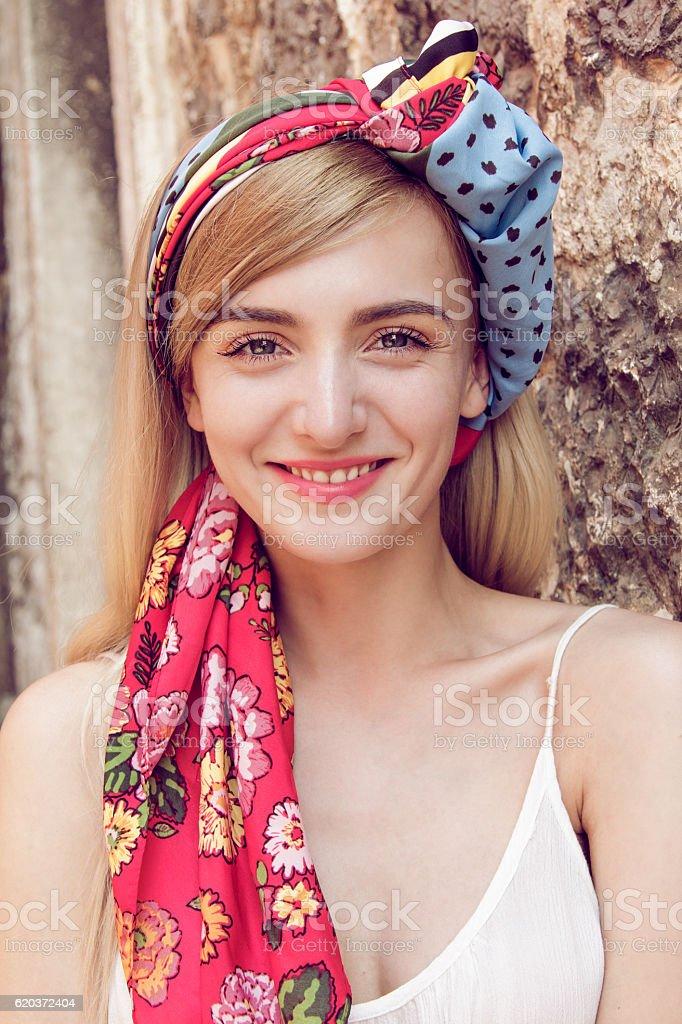 Kobiety z szalikiem w jej włosy zbiór zdjęć royalty-free