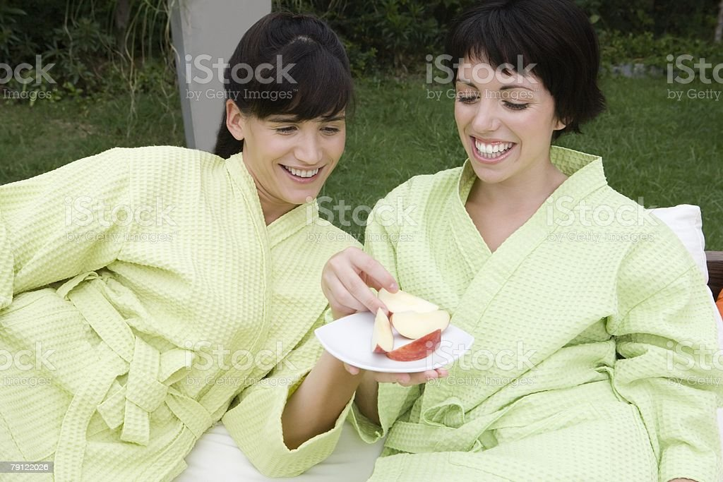 Women with slices of apple 免版稅 stock photo