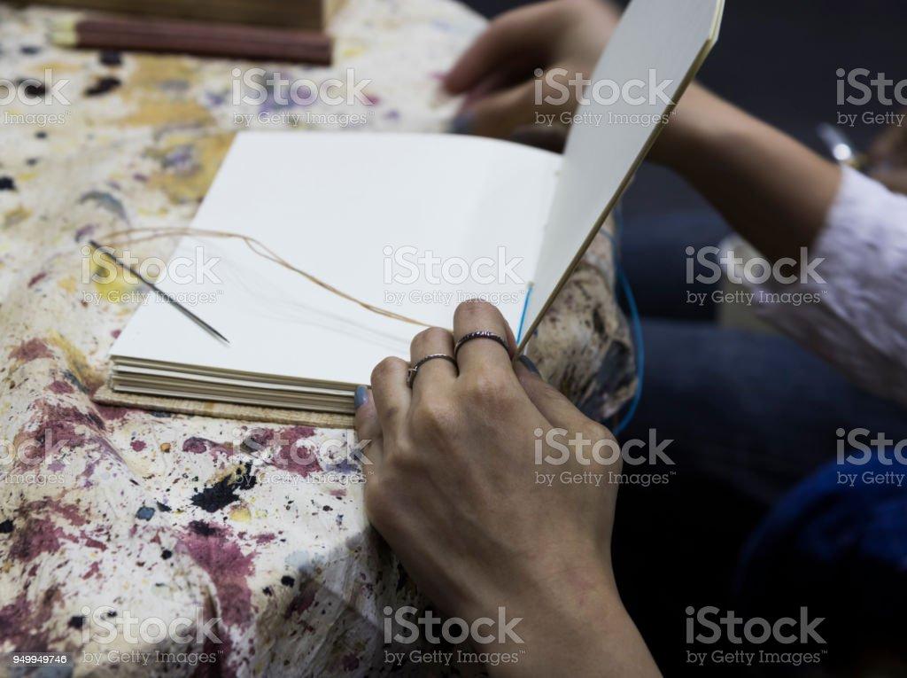 Frauen Arbeitnehmer verbindliche Seiten – Foto