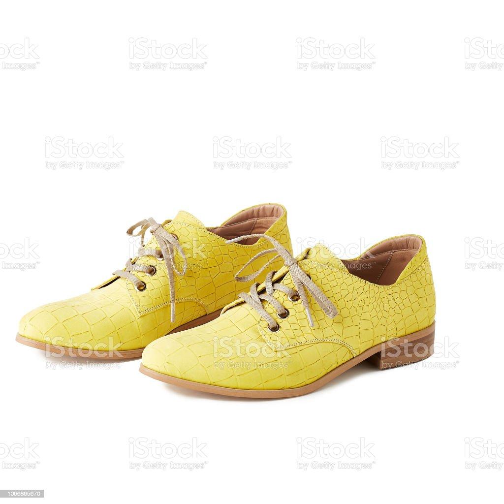 low priced fe00b cbb31 Frauen Gelbe Schuhe Isoliert Auf Weißem Hintergrund ...