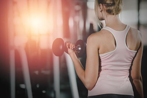 Vrouwen Fitnessruimte Met Gezonde Levensstijl Woonconcept Stockfoto en meer beelden van Aanraken