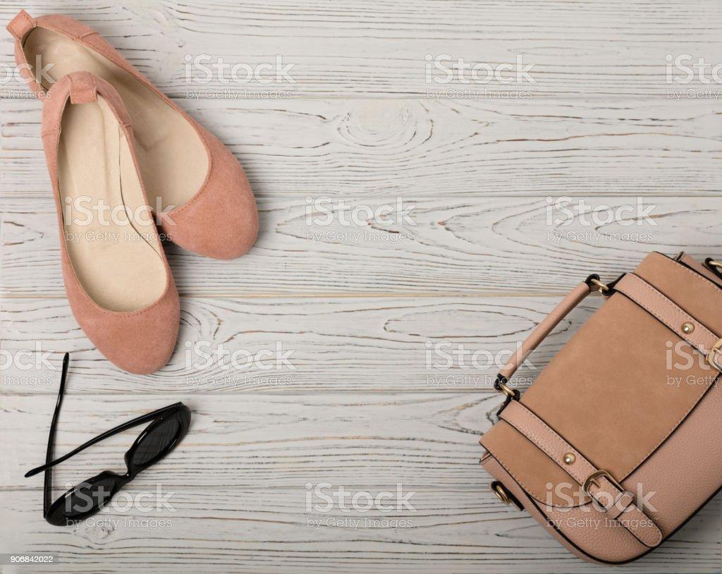 eb626f81a8 Acessórios femininos - suavemente-de-rosa, cor de carne - sapatos, bolsa