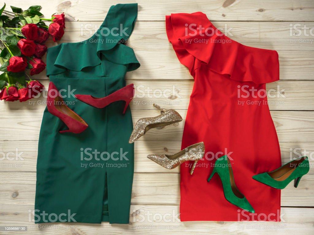 super popular 784b6 5772e Damen Kleidung Und Schuhe Modeoutfit Für Weihnachten Abend ...