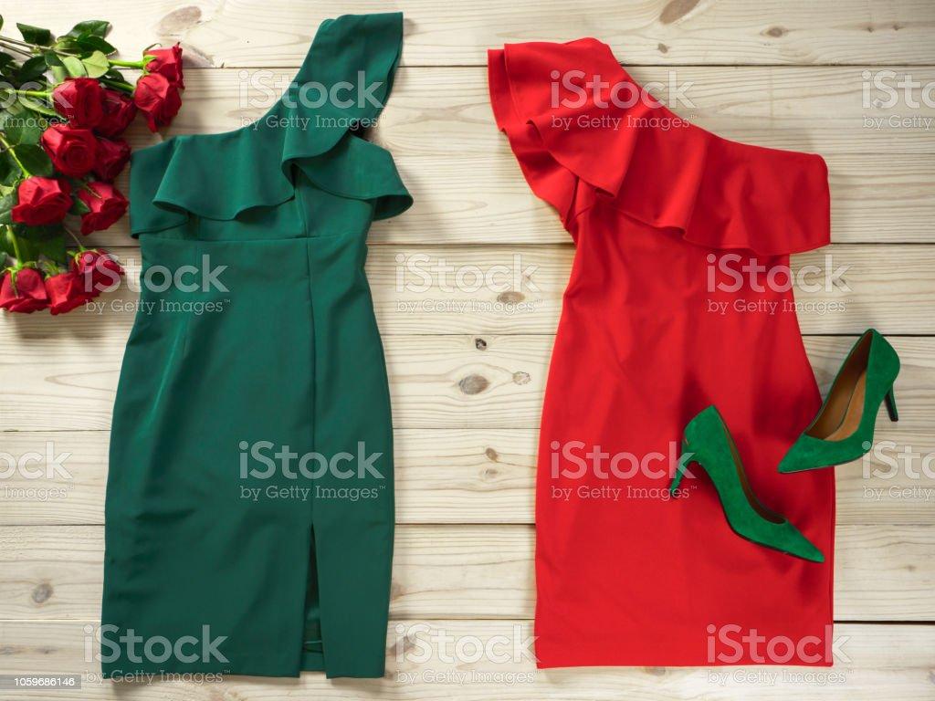 super popular e7242 1f8fd Damen Kleidung Und Schuhe Modeoutfit Für Weihnachten Abend ...