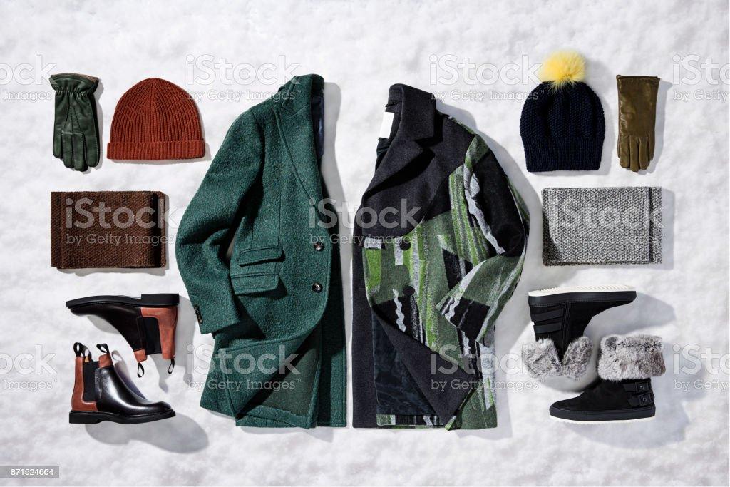 Damen Bekleidung auf Schnee Hintergrund isoliert – Foto