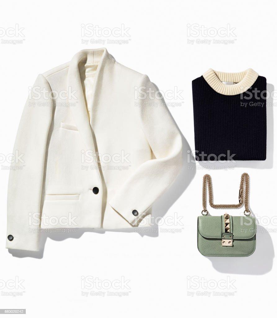 Damenbekleidung, isoliert auf weißem Hintergrund – Foto