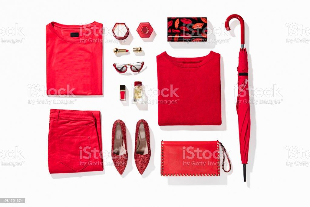 Damenbekleidung mit persönliche Accessoires – Foto