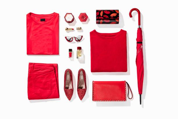 ropa de mujer con accesorios personales - vestimenta fotografías e imágenes de stock