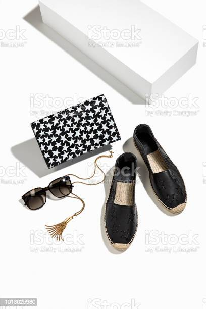 Womens clutch with personal accessories isolated on white background picture id1013025980?b=1&k=6&m=1013025980&s=612x612&h= exw5ooosy4dcryhbkbrcidiqdvwasvjpljhqglbfsw=