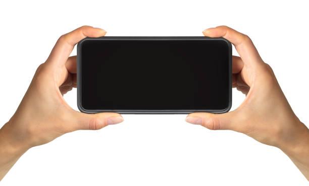 frauen hand zeigt schwarzes smartphone, konzept des fotografierens oder selfie - fotografieren stock-fotos und bilder