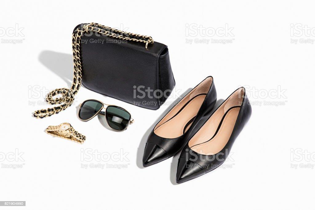 Damen Handtasche, flache Schuhe mit persönliche Accessoires – Foto