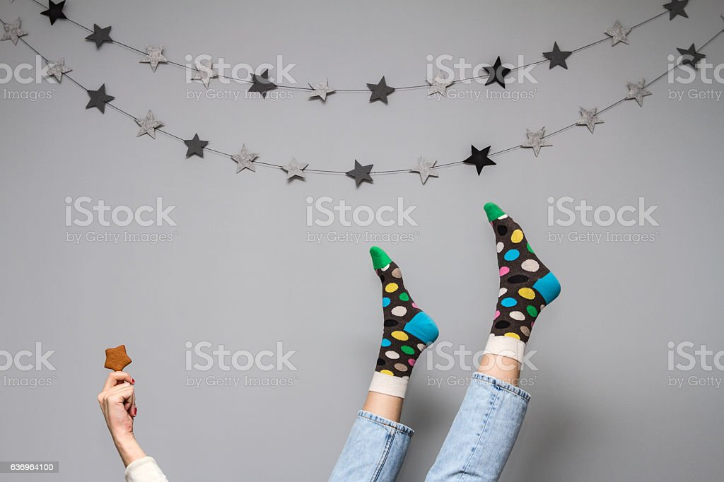 Women's legs in funny socks on a gray background. - foto de stock
